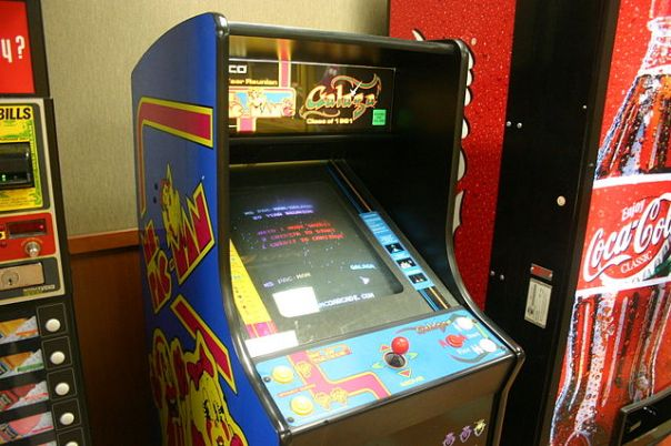 640px-Video_game_-_Ms_Pacman_and_Galaga